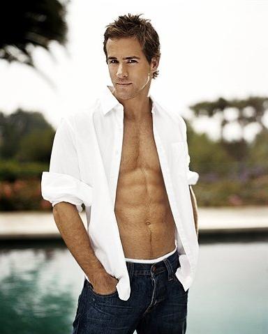 Ryan Reynolds sin camisa